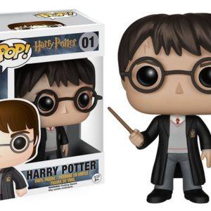 Figurine POP Harry Potter avec sa baguette et sa boîte sur fond blanc