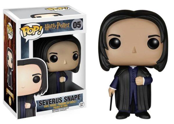 Figurine POP Severus Rogue avec sa boîte sur fond blanc