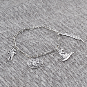 Bracelet Harry Potter sur fond gris