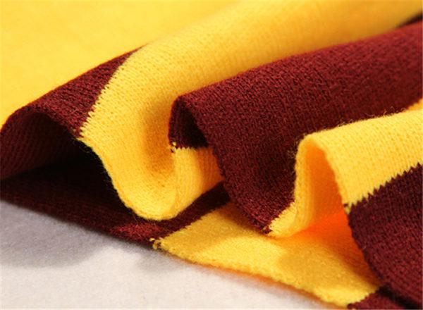 Écharpe Gryffondor pour montrer le modèle, le tissu