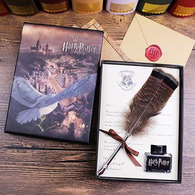 Stylo plume Harry Potter avec encre noire fournie emballé dans une boîte Harry Potter