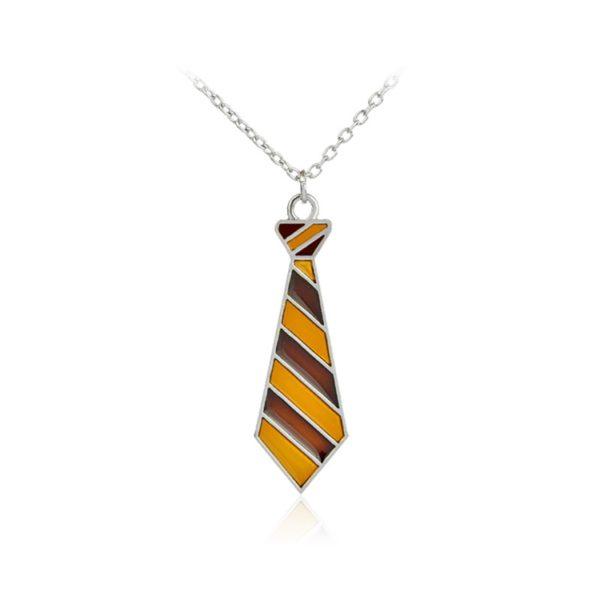 Collier en forme de cravate de Gryffondor sur fond blanc