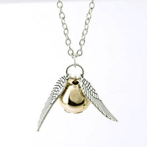 collier harry potter vif-d'or argent sur fond blanc