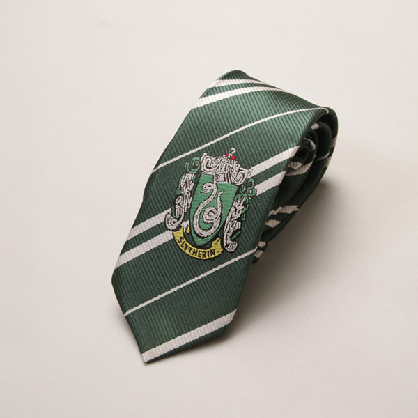 Cravate Serpentard - Slytherin sur fond blanc