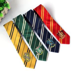 Cravates des 4 maisons de Poudlard - Harry Potter sur fond blanc